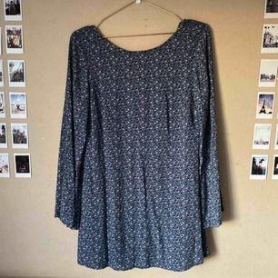 Superfin klänning köpt på Gina Tricot, sparsamt använd, förtjänar mer🌼🌼 Frakt tillkommer!🌟