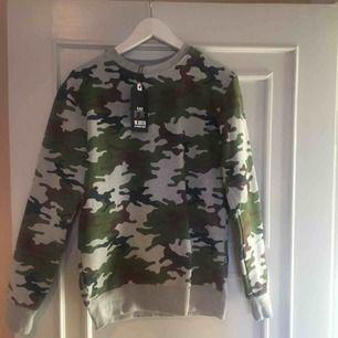 Kamouflage tröja, kill model men passar alla ;)  Helt ny prislappen kvar och allt😊