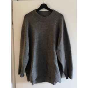 Mysig oversize stickad grå tröja från Zara. Behöver noppas av.