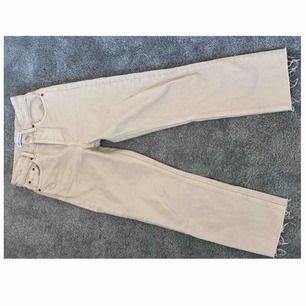 Säljer mina favorit jeans från Zara för att de tyvärr var för små, använda två gånger.