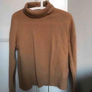 Jätteskön och snygg stickad tröja i Kashmir blandning från samsöe samsöe. Nypris 1699kr  300 + frakt