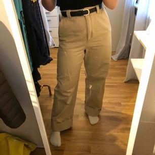 Pösiga, jättesköna och snygga byxor/jeans från hm, väldigt fina men tyvärr för stora. Betalning sker via swish, frakt tillkommer