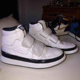 Snygga Nike jordans storlek 40 Nästan aldrig använda, köpte fel storlek  Buda