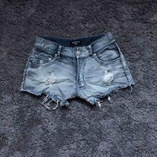 Skit coola shorts från Rut&Circle i storlek 36/S. Använda sommaren 2019, inga skador eller fläckar på plagget, kontakta för fler bilder eller frågor🤪
