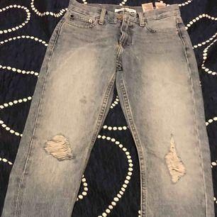 En tröja gant S till kille och jeans kelvin 24 storleken till teje
