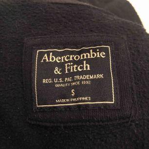 Jätte skön marinblå kofta från Abercrombie & Fitch.  Nypris 799kr.