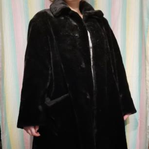 Superfin faux fur jacka! Köpt på humana för 750 men helt oanvänd av mig (den är i nyskick). 🌼