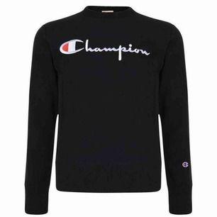 säljer min champion sweatshirt i storlek xs. köpt på plick men kmr tyvärr inte till använding, dam modell. svart, superfint skick!