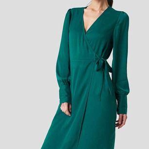 Sprillans ny klänning från NAKD i storlek 32