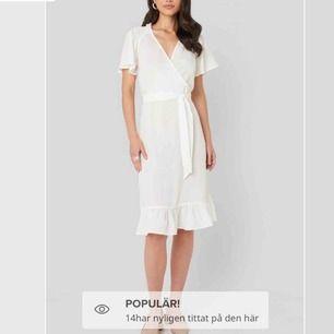 Helt ny vit klänning från NAKD (prislappen finns kvar)