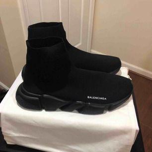 Helt nya och oanvända Balenciaga skor! AAA plus kopia med original tillbehör! Hör av er endast vid intresse