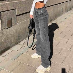 SÖKER dessa byxor ifrån zara, allternativ liknande. Storlek s/m ❤️💞 har nån🙏🙏🙏