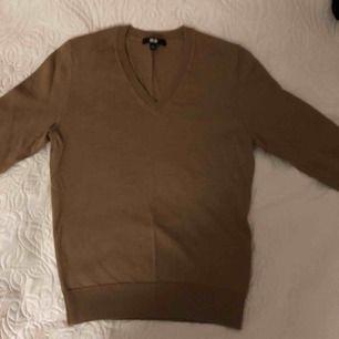 V-ringad tröja från uniqlo i merinoull! Använd ett fåtal gånger💖💖 fint skick