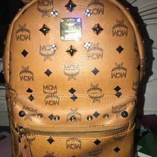 Säljer en assnygg ryggsäck, bra kvalite men kommer inte till användning längre