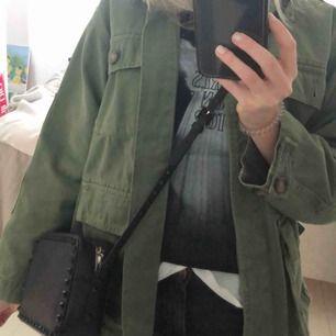 """Vårjacka från Zara. Strl """"S-M"""" men modellen är lite oversize"""