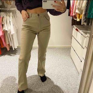 Superfina stretchiga raka kostymbyxor, stora på mig som är en xxs i midjan!🤍
