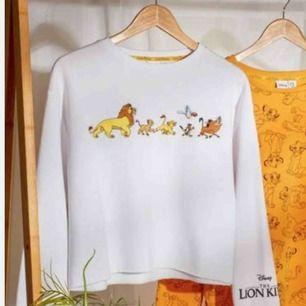 Jättesöt lejonkungen sweatshirt som är jätte mysig. Är oanvänd så i toppen skick. Sälja då jag inte använder sweatshirts. Frakt ingår inte