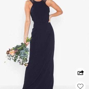 Säljer denna fina klänning som är bara är använd 1 gång. Skriv för fler bilder💕