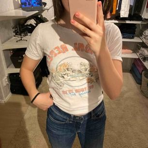 Supersöt T-shirt från Gina Tricot i fint skick!