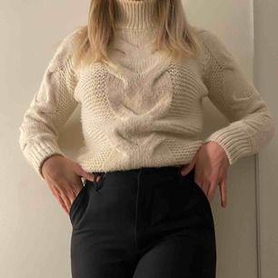 Fin stickad polotröja tröja från bil bok , använd men fortfarande fint skick , passar xs till m ❣️ Köparen står för frakt