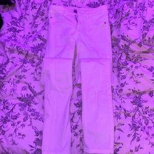 Ett par jätte snygga vita jeans från Cubus i st xss men passar en xs💗