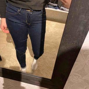 Levis jeans i storlek 28/30 Modell 710 superskinny, nytt skick! Endast tvättade en gång.