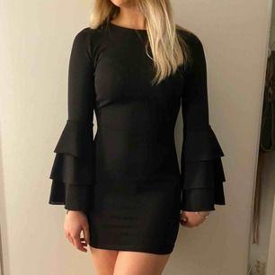 Sommar klänning från Gina , fint skick använd bara några gånger !  Köparen står för frakt 💗