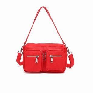 Säljer min noella väska som är i en så cool röd färg