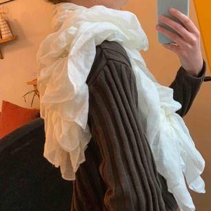 Unik sjal/halsduk från Topshop. Frakt 63kr