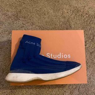 Acne studios Tristan As workwear storlek 42! Cond 8/10. Väldigt sköna att gå med de. Kan även sälja billigare vid snabb affär.