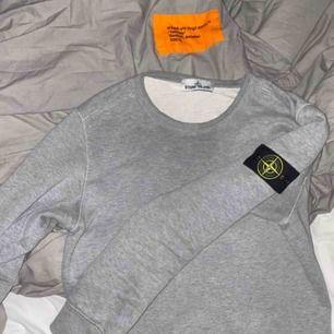 Stone island tröja i väldigt bra skick, köptes förra sommaren.