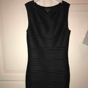 Svart klänning aldrig använd