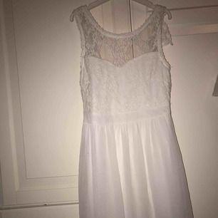 Superfin vit klänning i fint skick 120+frakt