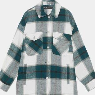 Trendig skjortjacka från zara💕 som varit slutsåld många gånger i butik, bra skick