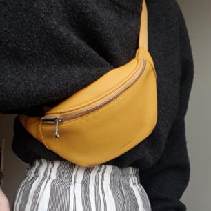Såå cool väska i den finaste gula färgen från Don Donna, som ny! Frakt eller möts upp i Stockholm💞