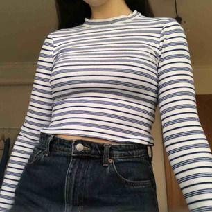 Säljer denna randiga tröja från River Island, endast använd ett fåtal gånger!  Kan mötas upp i Gävle, annars kostar frakt 40kr 💞