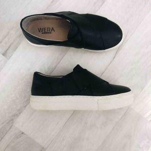 Säljer dessa slip-on skor ifårn WERA Stockholm, har bara fått användning för dem en gång så dem är nyskick☺️