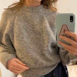 Superfin och mysig  ull tröja från H&M premium quality. Vida ärmar Frakt: 63 kr 😊