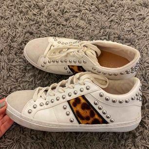Zara skor, bra skick, köparen står för frakten