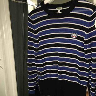 En kenzo tröja inköpt för ett år sedan. Frakt ingår i priset! Använd fåtal gånger och är i nyskick.