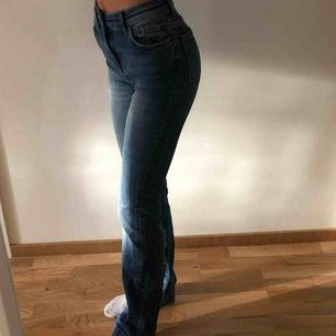 Raka långa jeans från Zara, väldigt stretchiga! Knappt använda pga att jag har alldeles för mycket andra jeans! Möts upp i Stockholm!