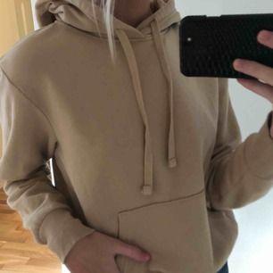 Beige basic hoodie från H&M, jättefin färg men används inte!