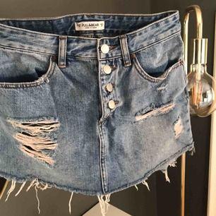 Skitsnygg jeanskjol. Har vart en favorit förra sommaren men är nu tyvärr för liten. Fortfarande jättebra skick.