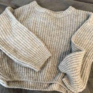 Superfin stickad tröja från NAKD x Hanna Licious💜 endast använd en gång!