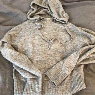Mysig och snygg tröja från hm! Bara använd en gång💜