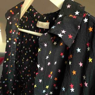 Säljer min skjorta med stjärnor från Oasis!  Möts ej upp, endast Swish!