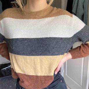 Stickad tröja, säljer eftersom den är för liten