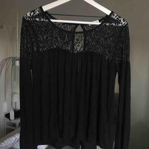 Jättesöt tröja med detaljer💕