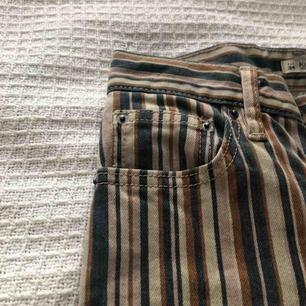 Jätte fina randiga jeans från pull&bear. Köparen står för frakt ⚡️💘