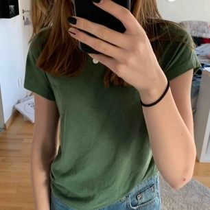 Grön t-shirt från bikbok i fin grön färg, inte så mycket använd så i bra skick